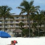 All rooms face the beach