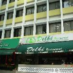 Broadway Hotel : adjacent Delhi restaurant
