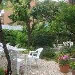 jardin del hotel para desayunar