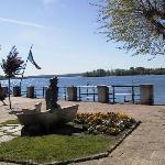 Famosa Statua sul lungo lago