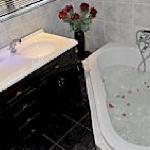 Spa bath in the Honeymoon suite