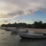 la spiaggia l tramonto, vista dal molo, Aquarena è lì