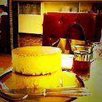 ジョンレノンとオノヨーコも愛したホットケーキ。一枚目はそのまま、二枚目はシロップとバターをのせて♪