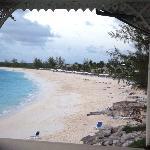 Vue de l'ensemble de la plage à partir du restaurant annexe...