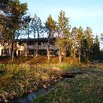 vista del hotel desde el rio Juutuanjoki