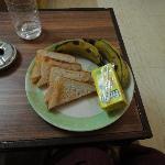 簡単な朝食がつきました。