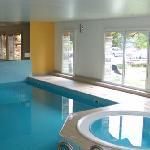 Swimmingpool und Whirlpool im Hotel