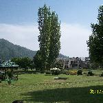 centaur hotel lawn with surrounding mountain ranges