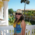 mi esposa en el balcon de la habitacion