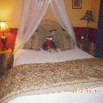 Garden View Queen Bed