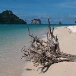 Beach scene - Poda Island