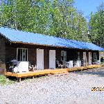 Building for rooms with kitchenettes (Alaska Riverview Lodge)