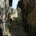 Stradina con ingresso dell'Albergo Il Duomo