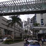 Vista de Multicentro y la pasarela que conecta al hotel