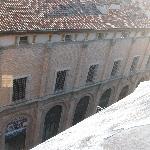 La vista sul palazzo del Monte di Pietà dal terrazzo della camera
