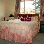 Wither Hills Suite Queen Size Bed