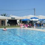 Photo de Acharavi Beach Hotel