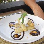 Bnana & Cinnamon Spring Rolls with Chocolate & Walnut sauce & Ice Cream!!