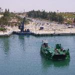 Der örtliche Nahverkehr erfolgt mit kleinen Kanalfähren