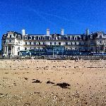 hôtel vu depuis la mer