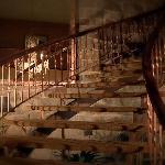 L'escalier tournant du lobby de l'Hôtel