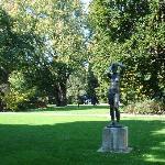 Der Museumsbesuch lässt sich mit einem Gang durch den Stadtgarten verbinden