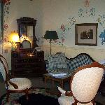 Small Queen Suite sitting room