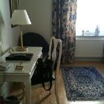 room 242 (single room)