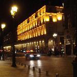 vista nocturna edificio hotel