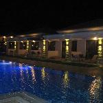 Les chambres au bord de la piscine !