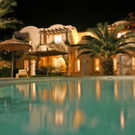 Vue de piscine la nuit