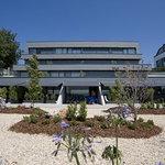 Jardin y terrazas en Irenaz Resort