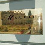 Gourmetrestaurant Maurice, Schild am Eingang des Suitess Hotels