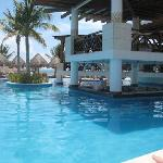 Swim up bar (Other residence for the week!)