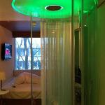 citizenM 'Pod' / Room - Tiny, but Tendy!