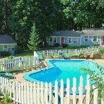 Oxen Yoke Cottages & Pool