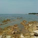 Steinstrand (perfekt zum Schnorcheln) Sand im Meer auch vorhanden!