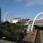 Hotel links; Wembley-Stadion vorne
