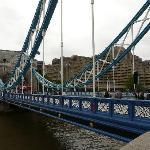 Tower Bridge (nicht in der Nähe)