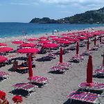 Sdraio e ombrelloni in spiaggia