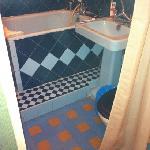 chambre 22. séparation inexistante entre wc et lit