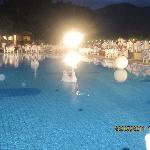 sublissime soirée blanche autour de la piscine