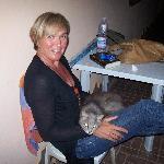 Io e il gatto Garibaldi sotto alla veranda della camera