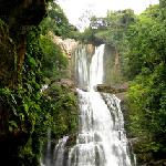 Offering guided hike to the Nauyaca Waterfalls