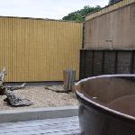 2つある貸切のうちの開放的な「月の湯」、適温でいい仕事をしている。
