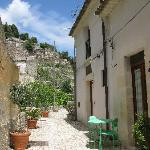 Улица, где располагаются домики Le Dimore dei Venti