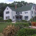 View of the Tidewater Inn from the bottom of the drivewway.