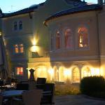 Das Hotel am Abend