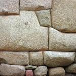 pietra dai 12 angoli