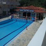 Amarylis & Pool Bar
